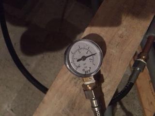 Leak pressure gauge