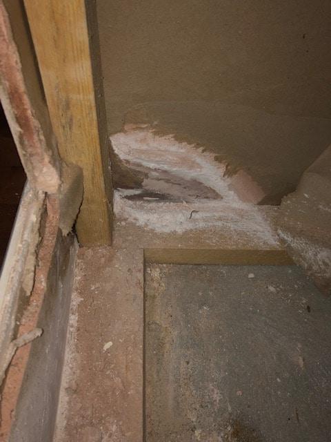 Wall damp leak detecting